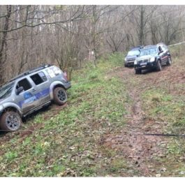 Nissan Pathfinder zderzak tylny